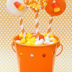 {Candy Corn Week!} Candy Corn Oreo Pops